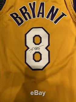 Kobe Bryant Autographed Authentic Los Angeles Lakers Nike Jersey Psa/dna Coa