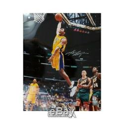 Kobe Bryant Autographed Los Angeles Lakers 16x20 Photo PSA/DNA COA (Gold Jersey)
